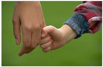 mano con mamma.jpg