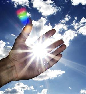 mano e luce.jpg