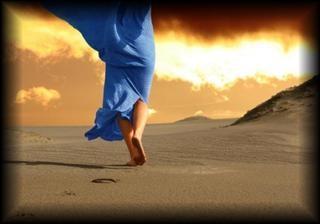 cammino-sulla-spiaggia.jpg