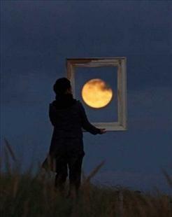 luna triste.jpg